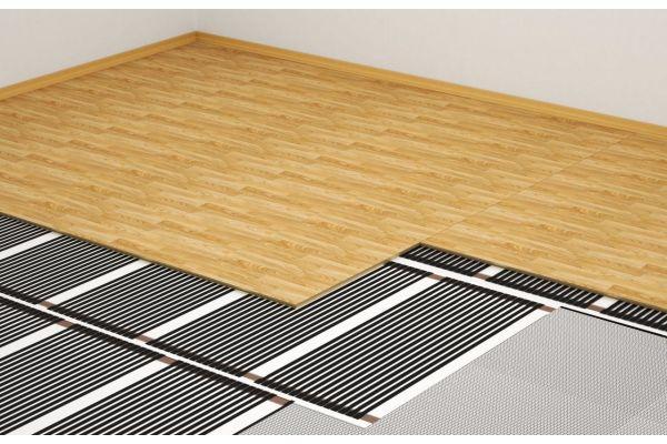 Das Bild zeigt eine Infrarot Fußbodenheizung.