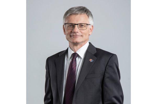 Porträt von Dr. Georg Müller.