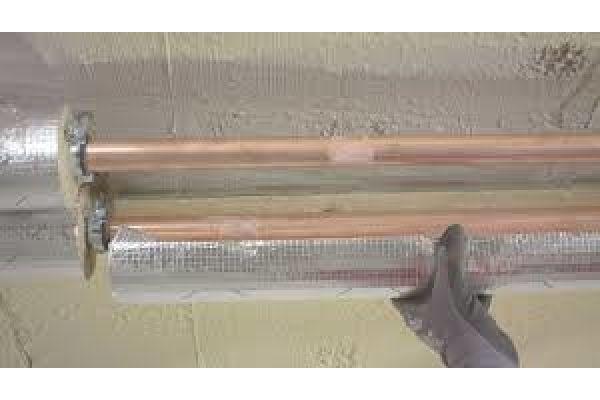Das Bild zeigt isolierte Rohre.