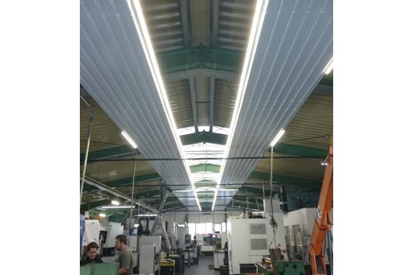 RMBH: Deckenstrahlplatten mit LED-Leuchten als Baukastensystem