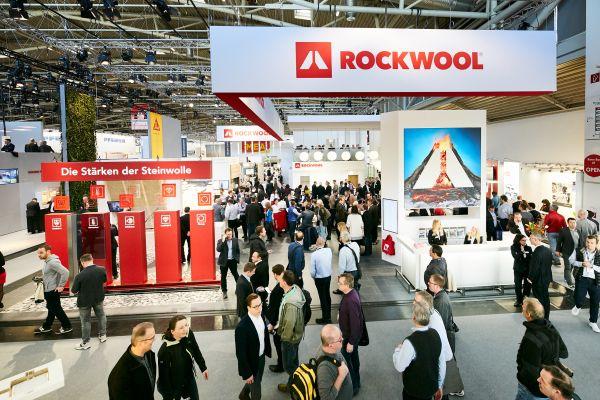 Das Bild zeigt einen Messestand der Deutschen Rockwool.