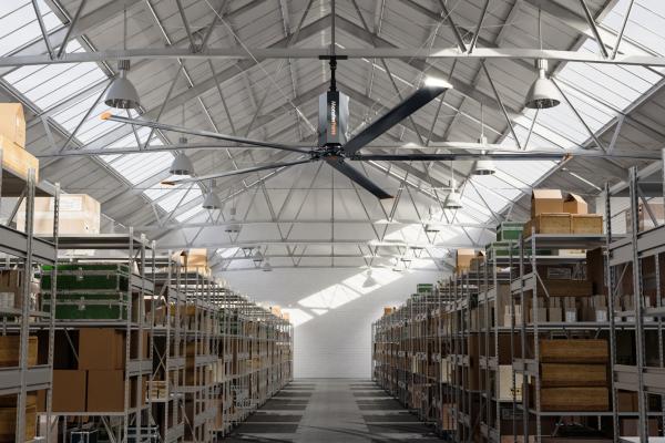 Groß-Ventilatoren für Kühleffekt und Komfortverbesserung in Industrie und Gewerbe