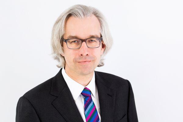 Das Bild zeigt Dr. Hans Henning.
