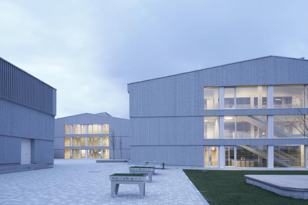 """Plusenergieschule erhält den DGNB-Preis """"Nachhaltiges Bauen"""" 2016"""