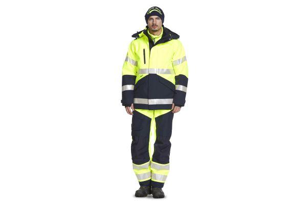 Mann mit Fristads Kansas Warnschutzkleidung.