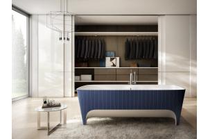 """Das Bild zeigt die freistehende Badewanne """"Accademia Gessato Limited Edition"""" von Teuco."""