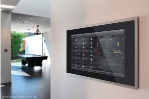 Das Gira KNX-System ist ein intelligentes Konzept zur Vernetzung und Steuerung von Gebäudetechnik. Es erhöht den Wohnkomfort und sorgt gleichzeitig für mehr Sicherheit sowie niedrige Energiekosten.