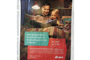 """Printanzeige e-on: """"Mit gespeicherter Sonnenenergie die Gutenachtgeschichte vorlesen."""" – sagt e-on. """"Bevor hierzulande die Lichter ausgehen"""", lästert der nicht so erneuerbare-energien-affine Durchschnittsleser."""