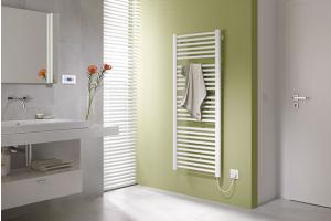 """Designheizkörper """"Kermi Basic-50"""" für den rein elektrischen Betrieb mit einer neben dem Spiegel angebrachter Bedieneinheit."""
