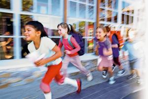 In Schulen und Kindergärten hingegen ist aufgrund der temporären Nichtnutzung die thermische Desinfektion unter der Bedingung der technischen Machbarkeit durchaus realisierbar.