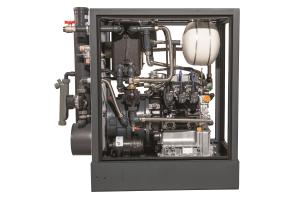 Beispiel für ein kompaktes BHKW-Modul aus dem Bereich der Mini-KWK. Zu dieser Systemlösung gehören neben einem Dreizylinder-Industriegasmotor unter anderem Brennwert-Abgaswärmeübertrager, Generator, Hocheffizienzpumpen und Membranausdehnungsgefäß.