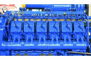 Das Leistungsspektrum verbrennungsmotorischer BHKW reicht vom einstelligen kW-Bereich bis in den MW-Bereich. Mit solch einem Zwölfzylindermotor lassen sich beispielsweise  jeweils rund 1,2 MW  an elektrischer und thermischer Leistung erzielen.