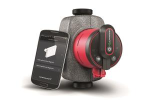 """Grundfos-""""Alpha3"""" , daneben ein Smartphone mit der """"Go Balance""""-App."""