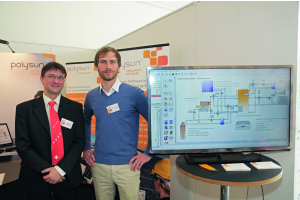 """Andreas Wolf und Geschäftsführer Lars Kunath vom schweizerischen Unternehmen Vela Solaris AG präsentierten ihre Planungssoftware """"Polysun"""", die neuerdings auch eine """"Plugin-Steuerung"""" hat, um bereits in der Simulation die Steuerung der in Planung befindlichen Solaranlage zu testen."""