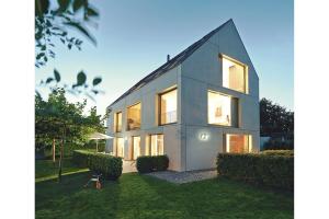 Steht ein Fenster offen? Läuft die Heizung tatsächlich im Urlaubsmodus? Smart Home soll das Wohnen nicht nur komfortabler, sondern vor allem auch sicherer machen.