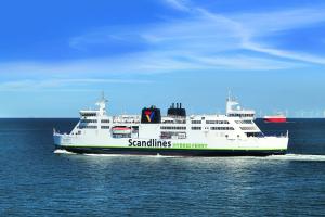 Die  Hybridfähre Prinsesse Benedikte auf der Ostsee.