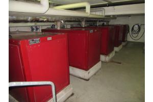 Die alten BHKW-Anlagen im Hallenbad.