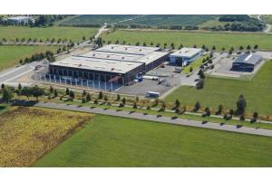 Luftaufnahme des Firmengeländes der Yados GmbH in Hoyerswerda.
