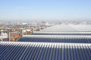 Thermische Solaranlage im Wärmenetz von Hamburg-Wilhelmsburg.