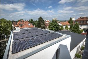 Photovoltaik-Anlage auf einem Dach.
