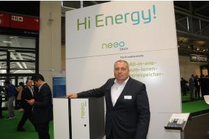 Markus Michelberger präsentierte Batteriesysteme mit integriertem Batteriewechselrichter der Akasol GmbH aus Ravensburg.