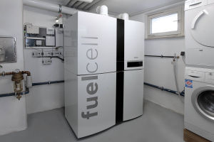 """Die Brennstoffzellen-Energiezentrale """"Logapower FC10""""."""