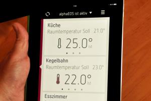 Steuerung der Heizung und der Temperatur mit Tablet und dem System von alphaEOS