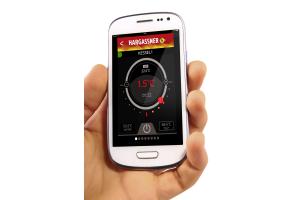 Ein Smartphone zeigt die Hargassner-App an.