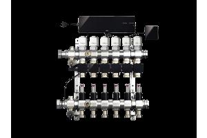 """Die steckerfertige Installation von """"Fonterra Smart Control"""" ist auch in bestehenden Heizkreisverteilern möglich. An der Basiseinheit oben läuft alles zusammen: Die Raumthermostate sind hier per Funk aufgeschaltet, die Aktoren mit Messfühlern zur Erfassung der Rücklauftemperatur der jeweiligen Heizkreise sind mit fertig konfektionierten Breitbandleitungen verbunden. Ein weiterer Messfühler ermittelt die Vorlauftemperatur. Eine WLAN-Einheit oben rechts stellt den Kontakt zu mobilen Endgeräten für die Fernsteuerung her."""