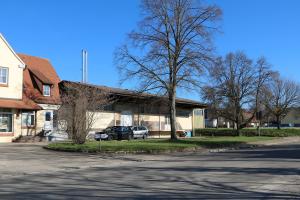 Das alte Raiffeisen-Lagerhaus erwies sich als idealer Standort für das benötigte Heizhaus.