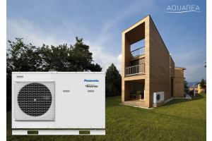 "Eine ""Panasonic Aquarea""-Wärmepumpe vor einem Haus."