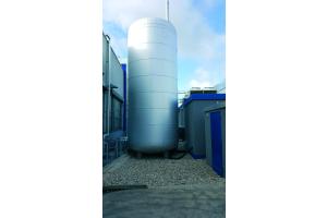Ein Pufferspeicher mit 50.000 Liter Volumen.