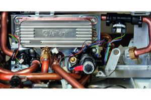 Ein Großteil der Altanlagen am Markt ist hydraulisch nicht abgeglichen und es sind alte einstufige Pumpen verbaut. Hier bietet ein Überströmventil Sicherheit in extremen Betriebszuständen.