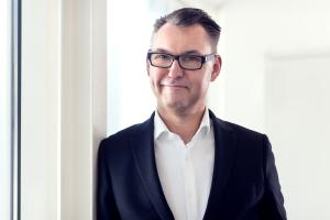 """""""In dem Maße, in dem die Unabhängigkeit von konventionellen Energieversorgern zum Wert an sich für viele Menschen wird, werden speicherbasierte Energielösungen und die Sektorenkopplung in den eigenen vier Wänden zum wesentlichen Investitionsfaktor"""", betont Dr. Thomas Pilgram, Geschäftsführer, Deutsche Energieversorgung GmbH."""