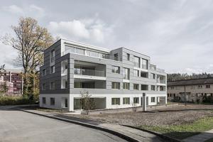 Mehrfamilienhaus in Zürich Leimbach von außen.