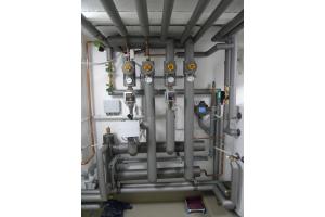 Das Polyfusions-Schweißen zeigt sich besonders bei der Dämmung von wärme- bzw. kälteführenden Rohrleitungssystemen in technischen Anlagen als sehr vorteilhaft.