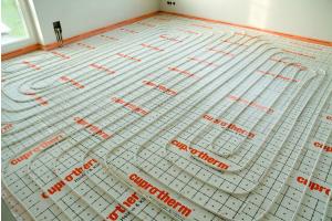 """Die """"cuprotherm""""-Fußbodenheizung mit CTX-Rohren."""