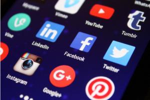 """Kostenlose Tools wie """"WhatsApp Business"""" erlauben kleineren Unternehmen mit ihren Kunden einfach in Kontakt zu bleiben."""