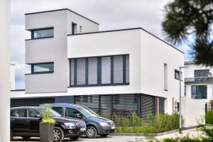 """Der Architektenneubau im """"zero:e park"""" in Hannover besitzt rund 170 m² Wohnfläche – und ist trotz der großzügigen Fensterflächen und des ungünstigen A/V-Verhältnisses energetisch auf Passivhaus-Niveau."""