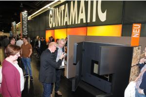 """Produktneuheit der Guntamatic Heiztechnik GmbH war der Design-Pelletofen """"Guntamatic Evolution""""."""