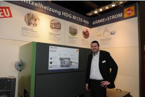 """Felix Gschwandtner von HDG Bavaria mit dem Hackschnitzelkessel """"HDG M"""""""