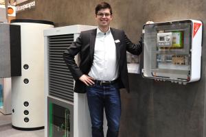 Alexander Henne von August Brötje präsentiert die Wärmepumpe BLW NEO.