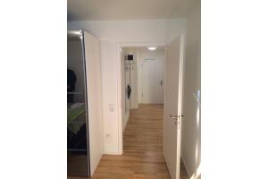 Der Raumtemperaturregler der Fußbodenheizung in einem Raum.