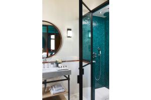 """Mit ihrem flachen Design bietet die bodenebene Duschfläche """"Conoflat"""" von Kaldewei ein exklusives Duschvergnügen ohne Stolperkante."""