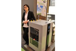 Tamara Helwart von Remko präsentiert die neue Sole/Wasser-Wärmepumpe WSP.