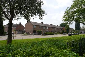 Reihenhäuser in einem Wohnviertel.