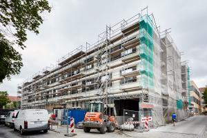 """Der """"Teilersatzbau Geriatrie – Westflügel"""" des Krankenhauses St. Joseph-Stift in Dresden während des Baus."""