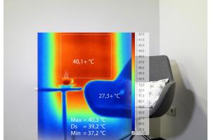 """Das Infrarotbild zeigt die Leitfähigkeit der Heizschicht eines """"Carbo e-Therm""""-Infrarotheizsystems."""