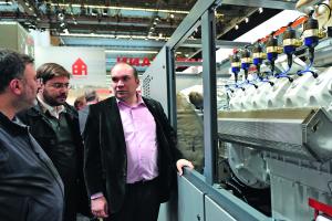 Viessmann hat sein Produktprogramm im Bereich der KWK im höheren Leitungsbereich mit dem Vitobloc 200 EM-530/660 ausgeweitet. Das BHKW liefert 530 kW elektrische und 660 kW thermische Leistung.