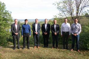"""Gruppenfoto der Teilnehmer des HeizungsJournal-Expertentreffs """"Wärmepumpen-  und Klimatechnik""""."""